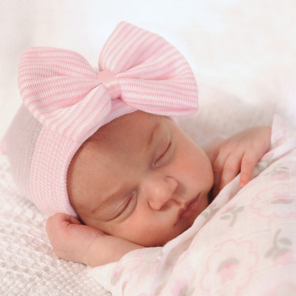 Yay ile 2016 Bebek Tığ Şapka Sevimli Bebek Kız Yumuşak Örgü Hedging Caps Sonbahar Kış Sıcak Lastik Pamuk Kap Için Yenidoğan