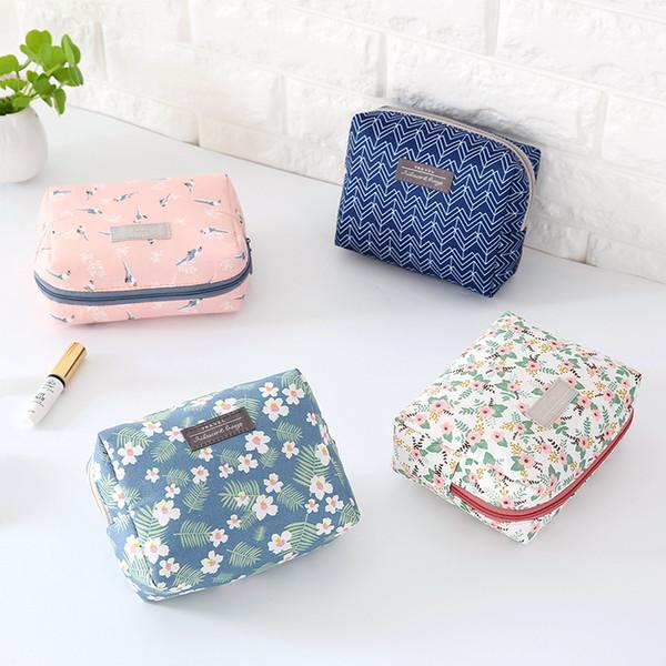 La graziosa borsa per il trucco è confezionata con una piccola mini borsa a mano mini borsa per la semplicità coreana