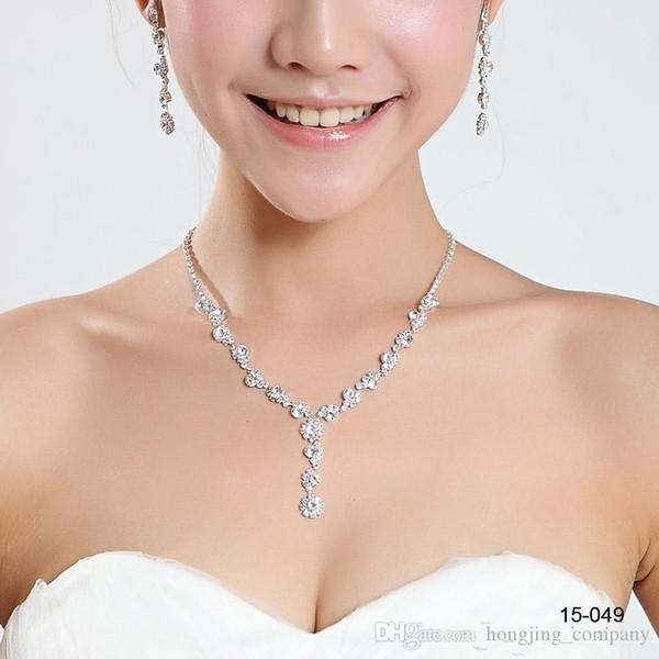 Abiti da sposa abbaglianti abiti da sposa collana di gioielli con collana di fiori trapano Erring Stock perle collana accessori da sposa