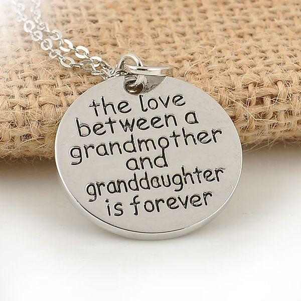 Sıcak bir büyükanne ve torunu arasındaki aşk sonsuza kadar Kolye Takı # T701