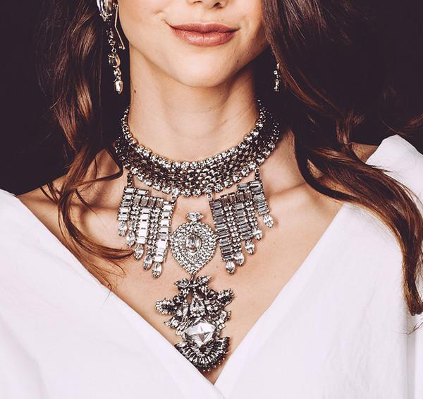 Fascino di cristallo colorato Fiore Crescent Moon Girocollo Collana orecchini Set di gioielli in oro placcato lunghe donne nappa