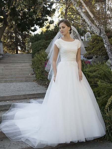 Simple Lace Tulle Puffy Long Modest Wedding Dresses With Cap Sleeves Beaded Round Neck Buttons Back Ball Gown Country Wedding Gowns