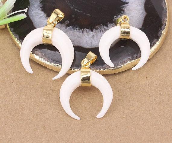 5pcs Fashion Small Size White Bull Bone Crescent Pendant,With Gold Metal Alloy,Druzy Gemstone Horn Pendant for Making jewelry findings