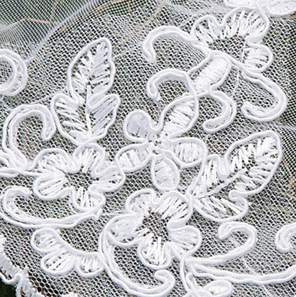 2016 New high Quality Amazing Romantic Chapel Lace Applique veil Pearl Diamond Bridal Head Pieces For Wedding Dresses