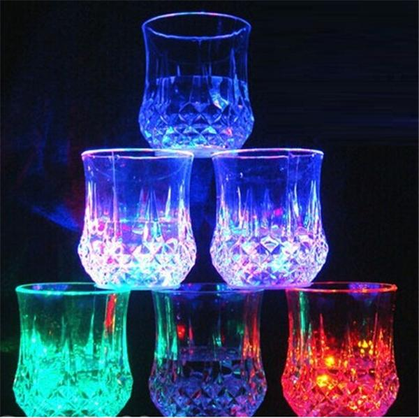 210 stücke Ananas Kreative LED Glas Party Trinkgläser Drinkware Blinkt Kleine LED Tasse Blink Cola Tassen Bar Liefert F534