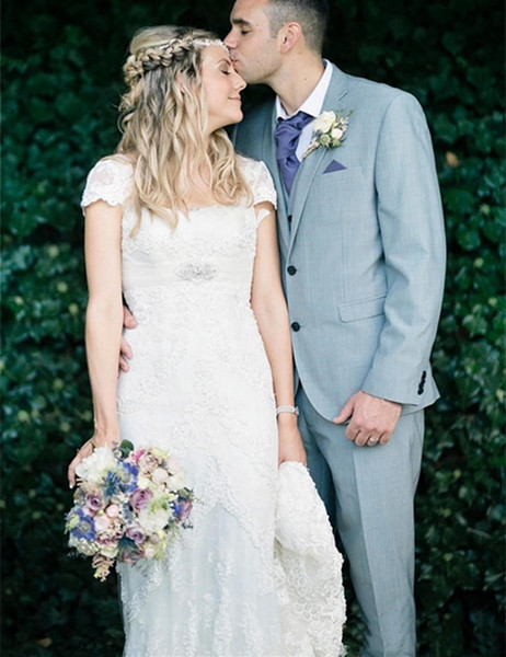 2017 Plus Size Empire Wedding Dresses Vintage Square Neck Cap Short Sleeve Beaded Applique Sash Zipper Pearls Lace Sweep Train Bridal Gowns