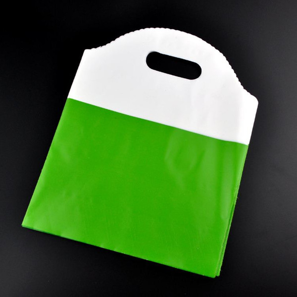 100Pcs Green Plastic Bag 18x23cm Christmas Jewelry Boutique Gift Packaging Bag Favor Plastic Gift Bags Shopping Bags With Handle