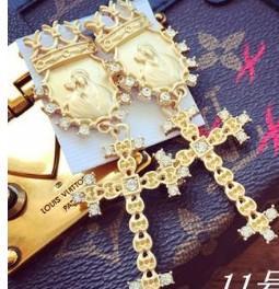 croce d'oro benedica gli orecchini della signora (xcdxl)