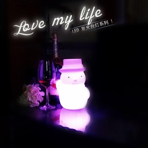 Spedizione gratuita ricaricabile Snowman LED Lampade da tavolo per camera da letto Luminaria De Mesa Lampada da notte in plastica per i bambini regalo di Natale
