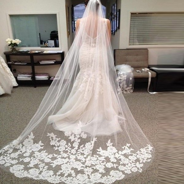 Vente chaude Nouveau Blanc / Ivoire Appliqued Tulle 3 Mètres Longue Voile De Mariée Avec Accessoires De Mariage De Peigne Voile De Mariée veu de noiva CPA219