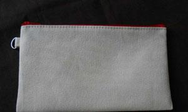 cream-coloured /red zipper