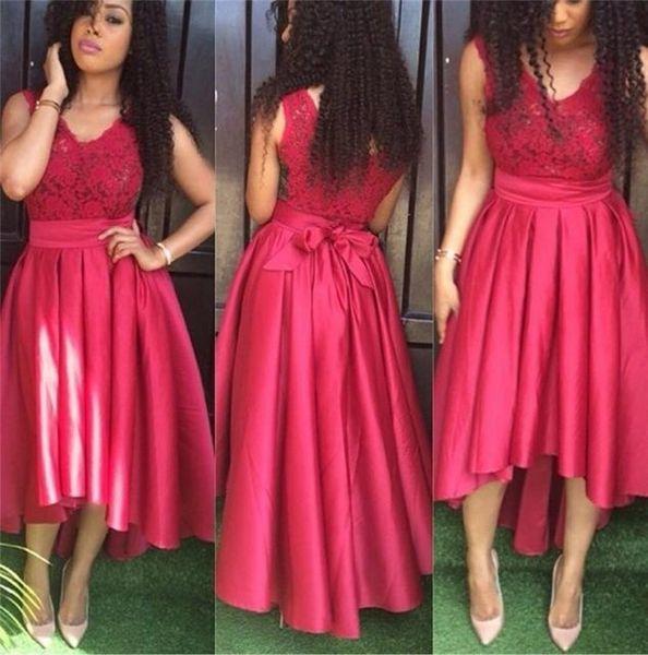 Sin mangas de cuello alto atractivo rojo bajo vestidos de baile V del cordón del satén por encargo más el tamaño de vestidos de partido de los marcos de la cinta arquea el vestido corto 2k16