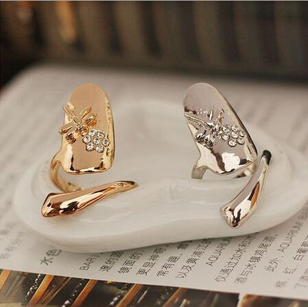 Nuevo exquisito anillo lindo del vintage reina libélula diseño rhinestone ciruela serpiente oro / plata anillo dedo anillos de uñas regalo de navidad