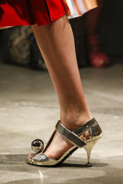Großhandel High Heel Cut Out Heels Ball Ballerina Gold Silber Kontrastfarbe Schuhe Für Frauen Metallic Snakeskin Trim Open Toe Knöchelriemen Sandalen