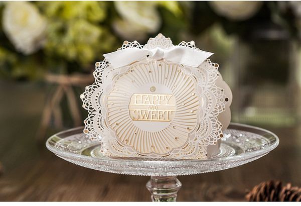 100Pcs Laser Cut Hollow Flower Wedding Favors Candy Box sweet Chocolates paper bag for Wedding Party Baby Shower Favor Gifts