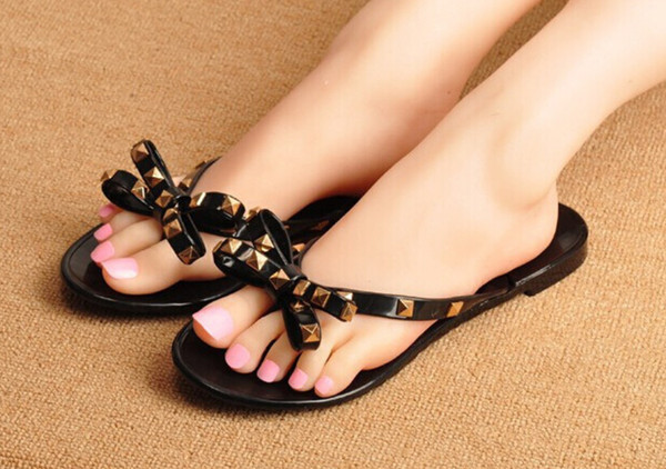Livraison gratuite 2016 nouvelle Europe et US été cool pantoufles nouvelle mode arc sandales sandales de plage décorées avec des rivets