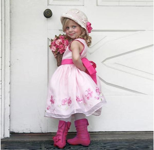 Splendida rosa ricamato ragazza di fiore abiti per la cerimonia nuziale 2017 crew senza maniche nastro sash ragazze pageant abiti principessa bambini vestiti da partito