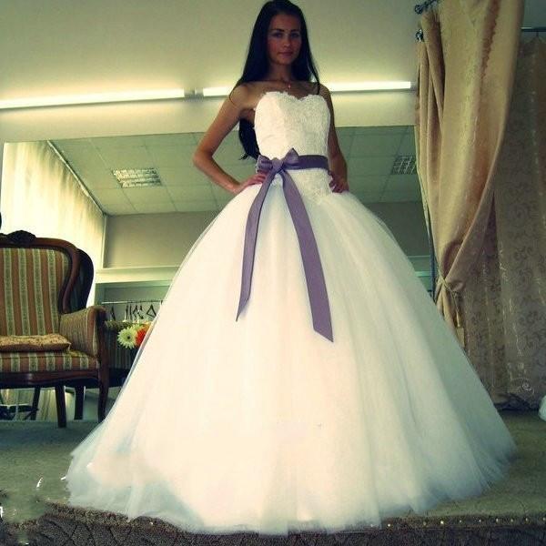 Querida vestido de baile vestidos de casamento 2019 Lace Apliques Caiu Tule roxo Sash Barato Até O Chão Barato Espartilho De Noiva Lindo Jardim Novo