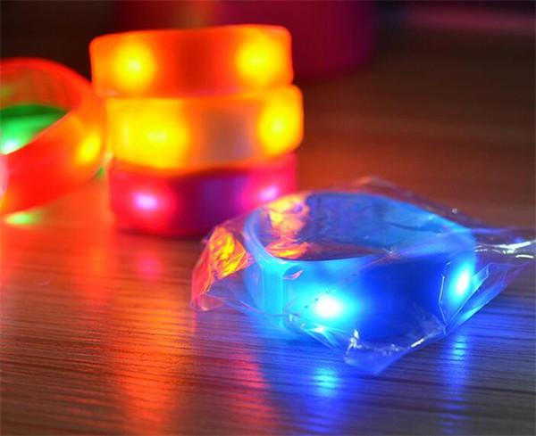 500 pz controllo del suono musica attivato led lampeggiante braccialetto light up braccialetto wristband night club attività party bar discoteca cheer 7 colori d866