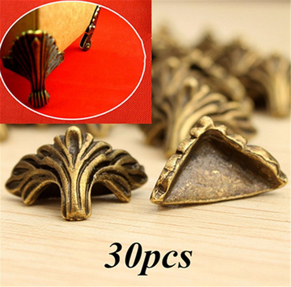 30PCS Scatola d'angolo protettore Scrivania Bordo Bordo Bronzo antico Modello di mobili scolpito Hardware 19mm x 11mm