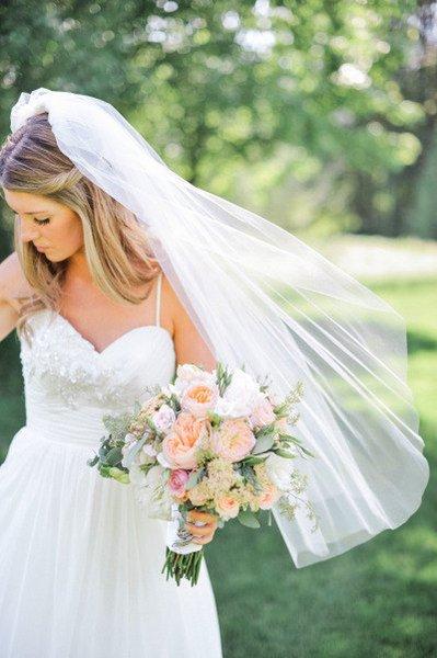 NewTop Migliore vendita per abiti da sposa Fashion Designer Bianco Avorio Punta delle dita Bordo tagliato Velo Mantiglia Velo da sposa Pezzi