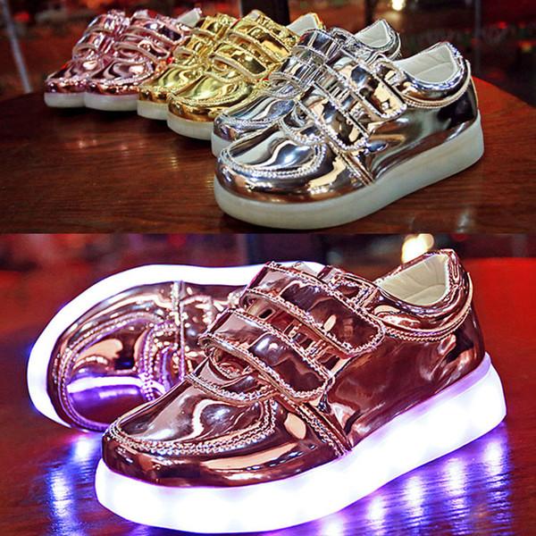 C06 Jungen Wx Schuhe Großhandel Led Freizeitschuhe Laufschuh Flache Bunte Von Fluoreszierende Turnschuhe Mädchen Kinder Board Flash zUMpGLqSVj
