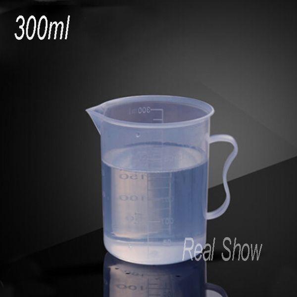 бесплатная доставка 300 мл мерный стаканчик,PP пластиковый стаканчик дешево, хорошее качество,300 мл со шкалой мерный стаканчик оптом