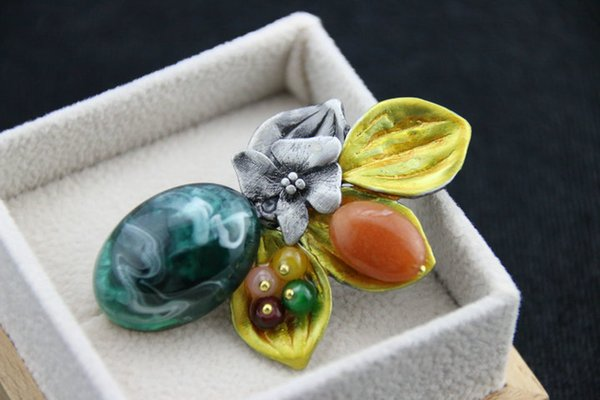 High Quality Vintage Flower Lily Brooches Simulated Stones Green Brooches And Pins For Women 2016 Winter New Fashion 12pcs/lot Wholesale