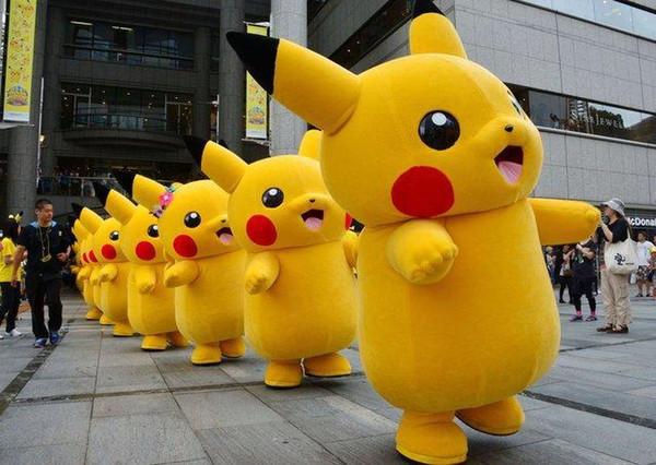 Profesional tamaño adulto Pikachu traje de la mascota carnaval personaje de la película de anime clásico personaje adulto de dibujos animados vestido de lujo traje de dibujos animados DS1