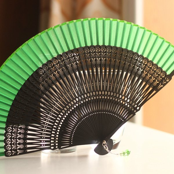 Atacado-japonês ventilador de dobramento de dança de seda Fan Noble escultura escultura tulipa oca Out Fan Wedding Party favores presente DIY artesanato