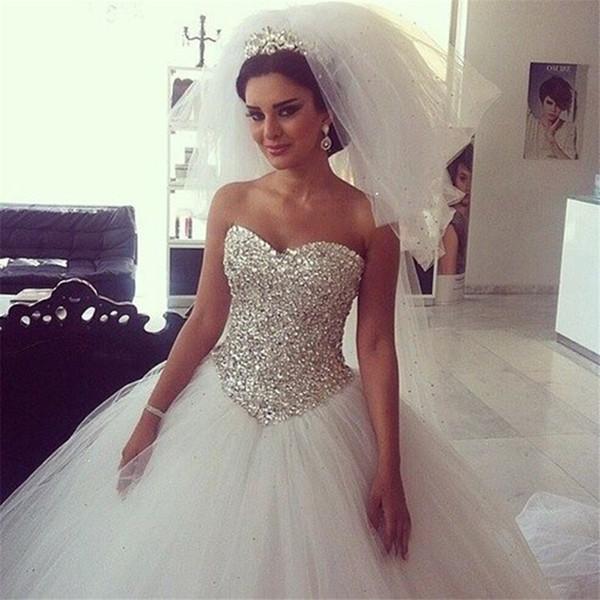 top popular Long Wedding Dress Sweetehart Neck Sleeveless Ball Gown Bling Bling Beading Tulle Bridal Gowns Robe de mariage 2021