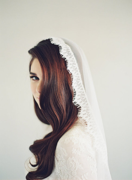 2016 high Quality Best Sale Chapel short White Ivory Lace Edge veil Bridal Head Pieces For Wedding Dresses