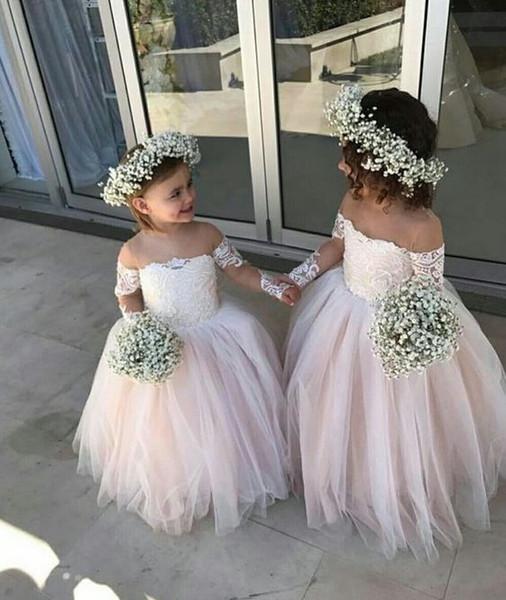 2019 Romantico al largo della spalla Abiti per ragazze a fiori economici per la sposa Illusion maniche lunghe in pizzo Tulle Champagne Designer abiti per bambini