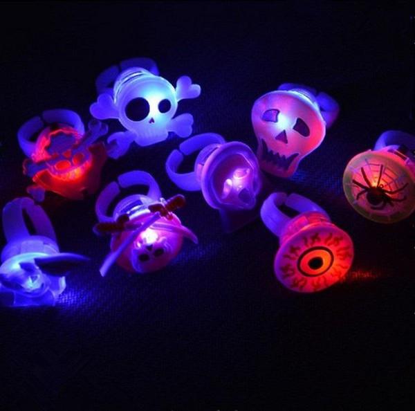 Wholesale Romantic LED Flashing Pumpkin Finger Rings Kids Party Craze Light up Halloween Children Toys Accessories