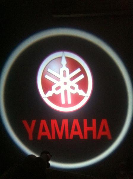 1 Pcs Para YAMAHA Ghost Shadow Cree Levou Logotipo Da Porta Do Carro Levou Laser Bem-vindo Projeto Luz 2