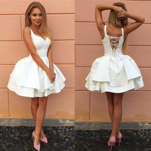 best selling Sexy Criss-cross Straps Backless Little White Homecoming Dresses V Neck Tiered Short Party Dresses Puffy Cheap Cocktail Dress BA7022