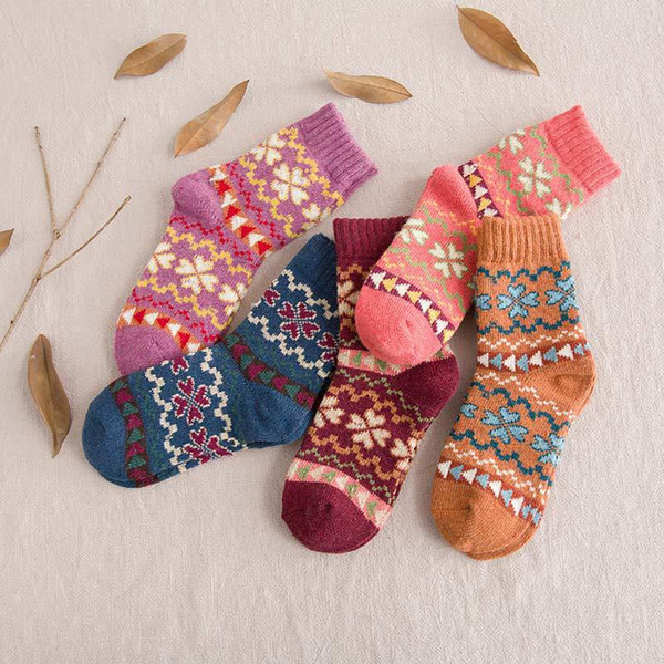 top popular Wool Socks Winter Women Warm Socks Fashion Colorful Thick Socks Ladies Girls Wool Casual Snowflake Sock 5 design BC526 2021