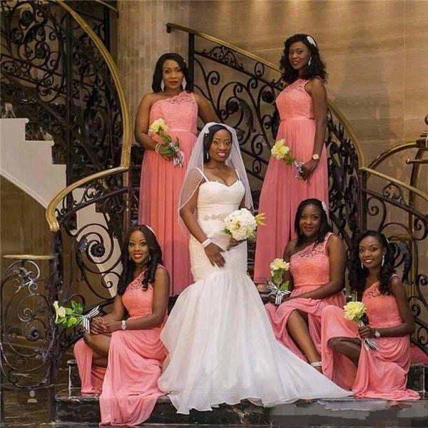 2018 un hombro africano de encaje de coral más el tamaño de vestidos de dama de honor 2018 sexy gasa fruncida boda vestido de fiesta de invitados vestidos de noche divididos