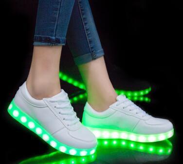 Glühende Großhandel Schuhe USB Schuhe Led Mit Von Schuhe Kinder KRIATIV Mit Hausschuhe Beleuchtung Kinder Jungen Weiß Leucht Mädchen Licht Turnschuhe TlK3JF1c