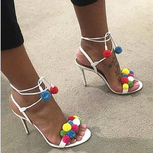 2016 Nouveau Mode MIixed Couleurs PomPom Clouté Talons Hauts Sexy Femmes Sandales Gladiateur Sangle De Cheville À Lacets Doux Parti Chaussures