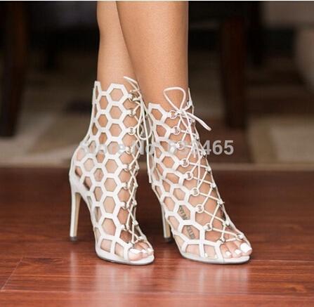 2016 yaz yeni beyaz / siyah cut-out ayak bileği Gladyatör yüksek topuklar sandal seksi peep toe lace up düğün pompaları