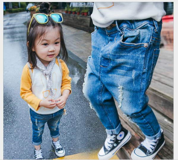 Primavera Otoño Nueva Chica Jeans Loose Hole Moda Pantalones de mezclilla Pantalones largos Niños Ropa QK8607