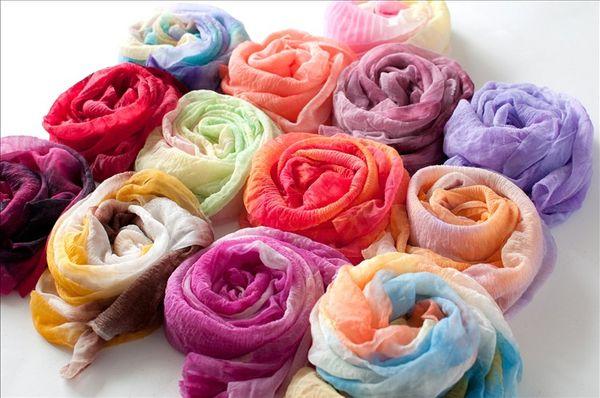 Kadınlar için toptan renkli moda ucuz atkılar şal zarif şal infinity pamuk eşarp