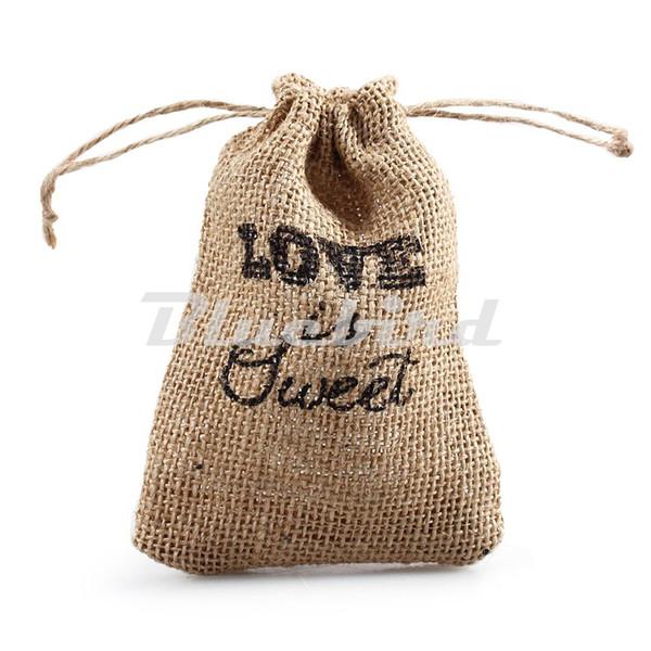 Vente en gros 9.5 * 14.5cm amour est sac vintage vintage de toile de jute naturelle toile de jute bomboniere / sac de jute cordon d'emballage (ensemble de 50)