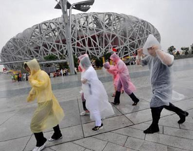 Bir kez Yağmurluk Moda Sıcak Tek Kullanımlık PE Yağmurluk Panço Yağmurluk Seyahat Yağmurluk Yağmur Aşınma Seyahat Yağmurluk TY1967 promosyon