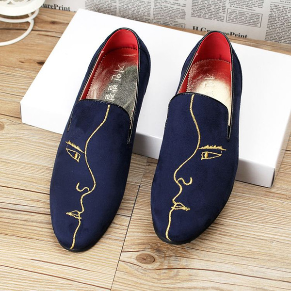 Les chaussures pointues britanniques respirant coréen daim cuir chaussures hommes coiffeur styliste gommage chaussures paresseux mocassins hommes