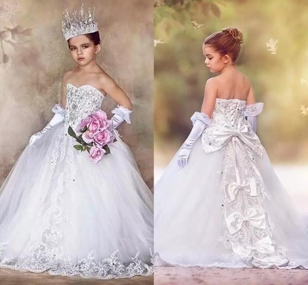 Prenses Beyaz Balo Kızlar Pageant Elbiseler 2017 Sevgiliye Dantel Boncuk Aplikler Bow Kat Uzunluk Tül Çocuk Örgün BA3921 Giymek