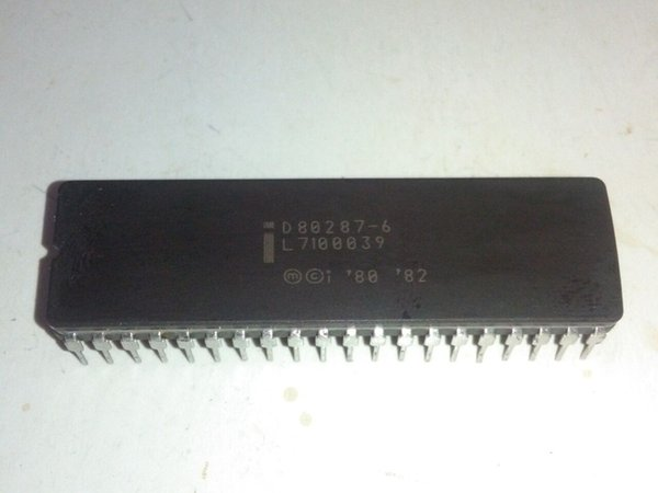 D80287 . D80287-6 , D80287-8 . D80287-10 , Arithmetic Processor , old cpu . dual in-line 40 pin dip ceramic package/ CDIP40 Vintage chips IC