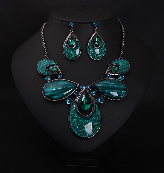 Collana girocollo orecchini pendenti verde scuro con accessori moda europei e americani orecchini a bottone di cristallo con smeraldo di grande lusso