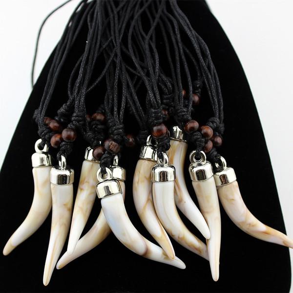 Lotto del commercio all'ingrosso 12pcs Acrylic Design Imitazione Elefante dente Collana Lupo dente pendente Amuleto regalo per uomini gioielli da donna MN579
